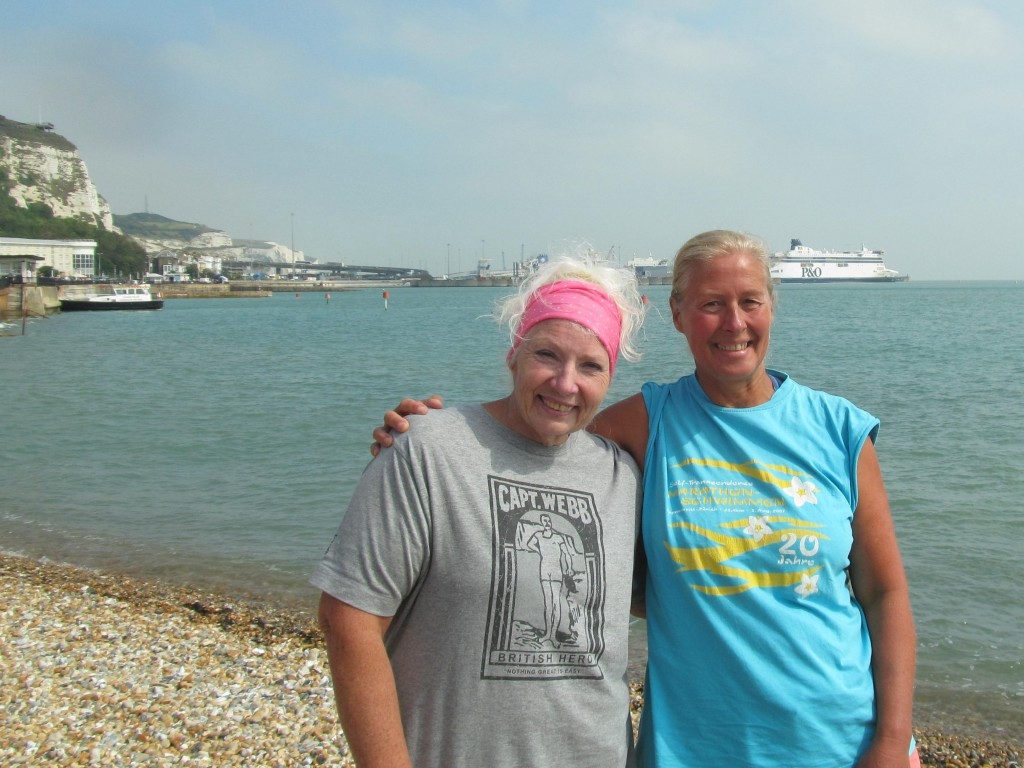Vasanti and Jackie Cobell, record for longest Channel swim - Redkord für den längsten Ärmelkanalschwimm